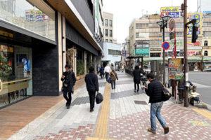 蒲田駅 東口に左に曲がって、まっすぐに歩いて行きます。